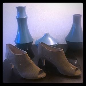 Tan shoes 2 inch heel